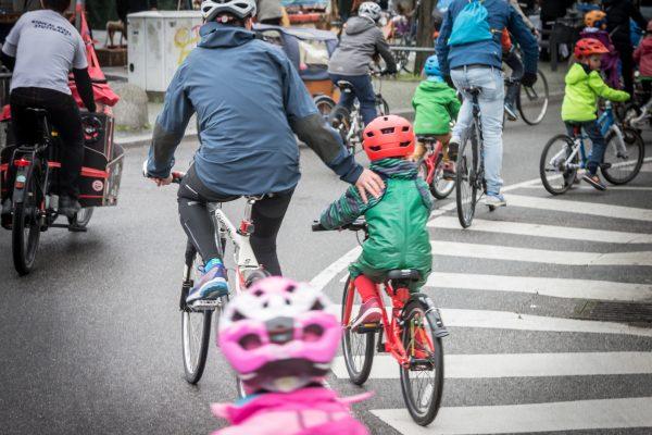 """Elternzeitschrift """"Luftballon"""" fragt nach Alternativen zum Auto"""